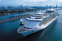 В Карибском море тысячи людей застряли на лайнере из-за вируса